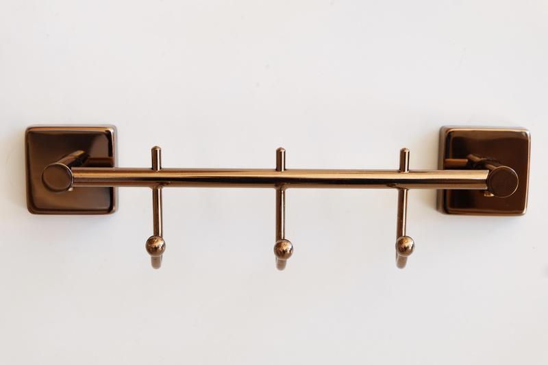 закачалка 3-на червено злато месинг