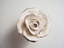 Мебелни дръжки порцелан м-л 3060 роза посребрена