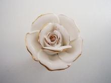 Мебелни дръжки с порцелан модел 3060 роза с позлата