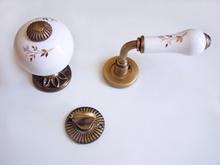 Дръжка розетка-топка месинг/порцелан антик 178 WC